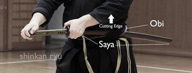 how sword is worn iaido