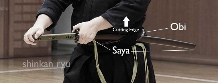 how sword is worn in iaido